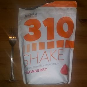 310 nutrition shakes: strawberry, gingerbread, cho